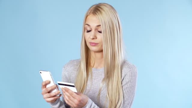 Woman-has-problem-with-mobile-payment