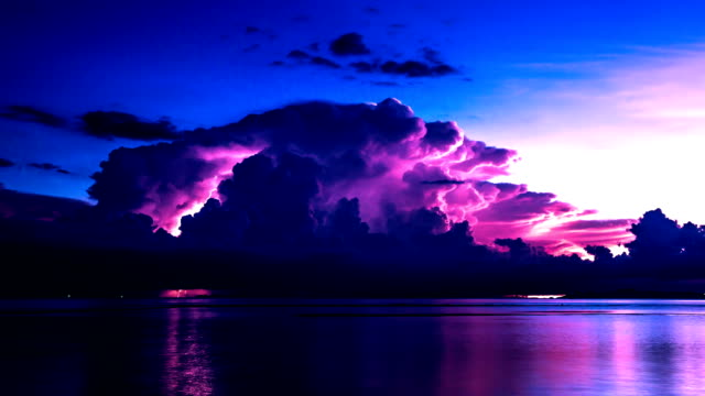 Kommenden-Sturm-auf-dem-Meer-mit-Gewitter-Insel-Samui-Thailand