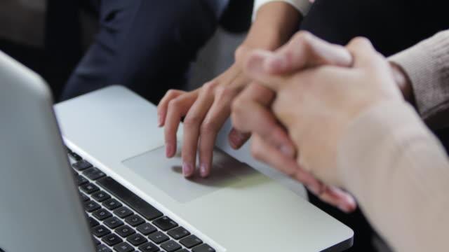 Gente-de-negocios-trabajando-juntos