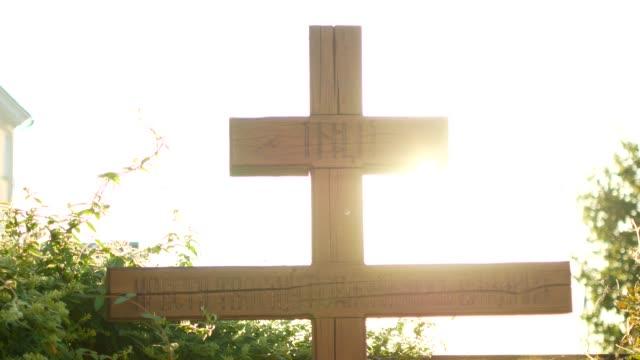 Cruz-del-Calvario-de-Cristo-y-sol-cielo