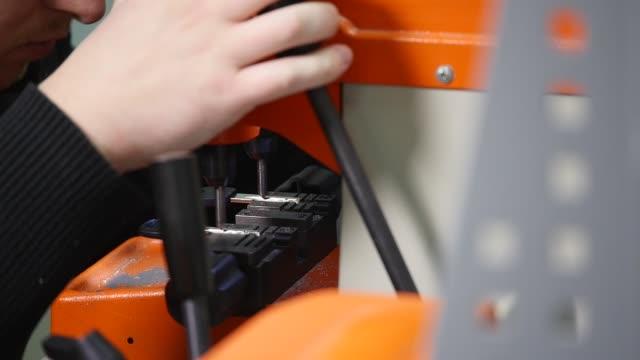 Producción-de-llaves-Hacer-una-copia-de-la-clave-El-Asistente-de-la-máquina