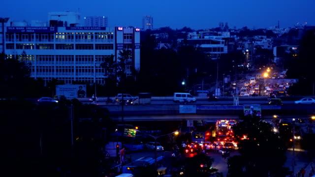 Nacht-Schuss-von-verkehrsreichen-während-der-Rush-Hour-Bangalore-Stadt