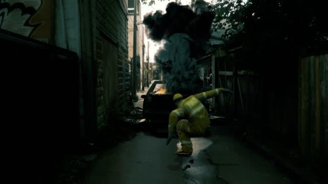 Animación-de-un-bombero-lanzándose-hacia-atrás-por-una-explosión-