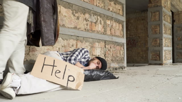 Rich-man-covers-a-sleeping-homeless-with-jacket