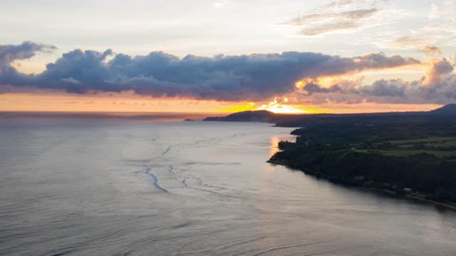 Playas-de-Costa-de-Princeville-Sunrise-Kauai-Hawaii-vista-aérea-Hyperlapse-lapso