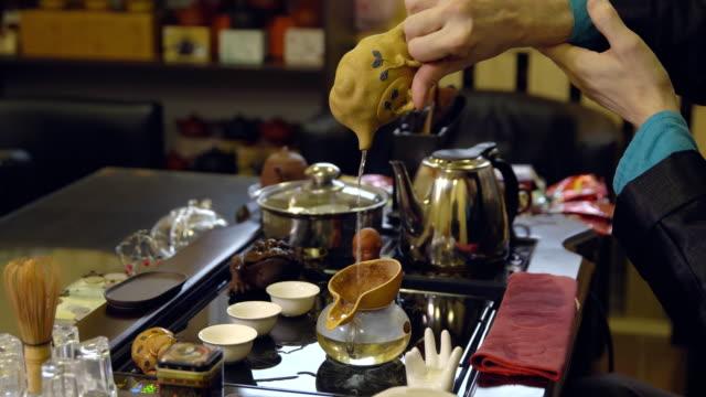 Preparation-of-the-tea-ceremony-Master-brews-tea