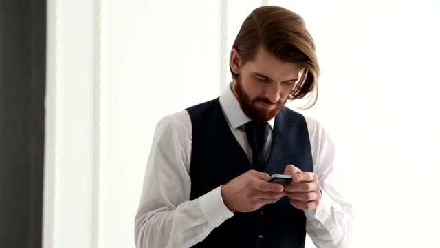 Bearded-man-using-his-smart-phone-