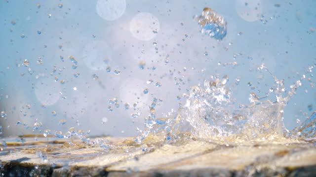 Salpicaduras-de-agua-cae-en-cámara-lenta-180fps
