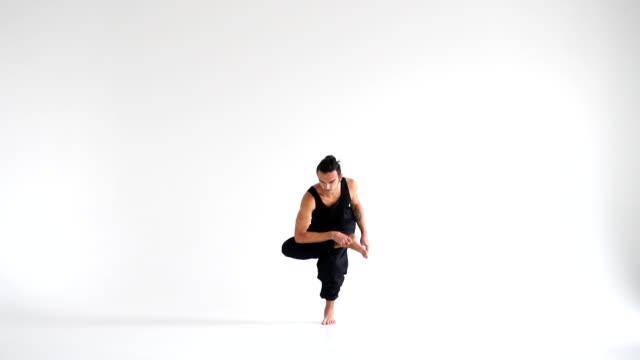 Menschen-üben-intensiv-Yoga-asana