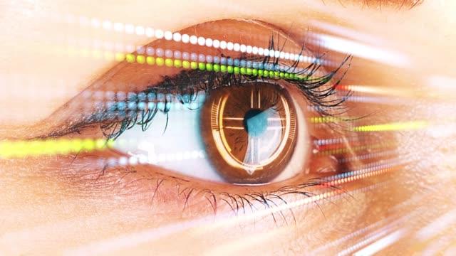 Ojo-humano-explorar-la-interfaz-de-la-tecnología-Concepto-y-visión-futurista-de-la-realidad-aumentada