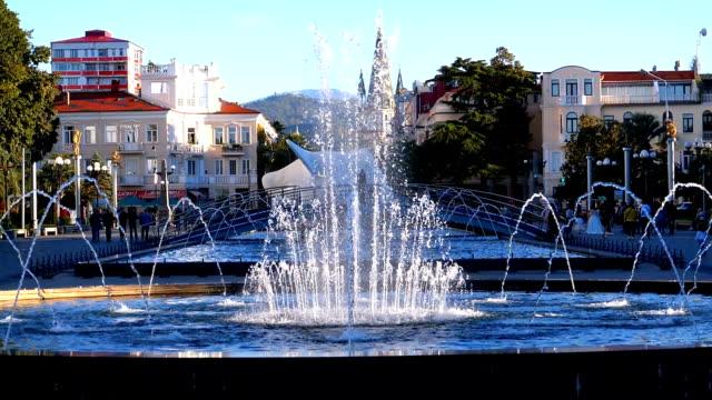 Musikalischen-Springbrunnen-im-Park-am-Ufer-der-Batumi-Georgien-