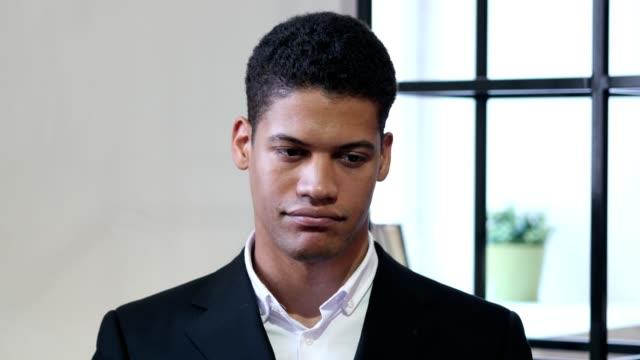 Porträt-von-traurig-traurig-schwarze-Geschäftsmann