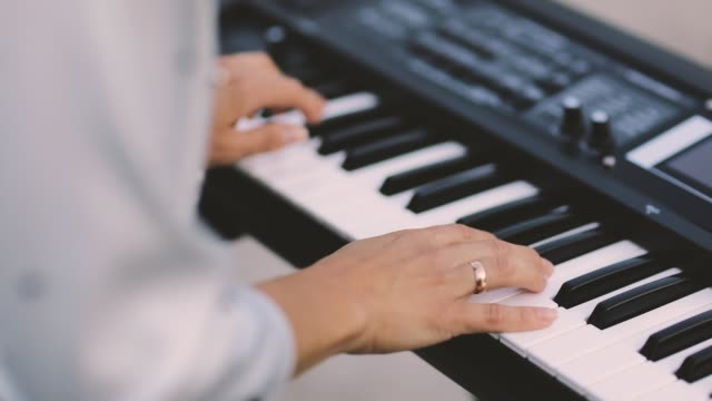 Woman-Playing-the-Piano