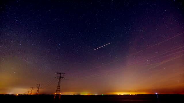 Estrellas-brillantes-sobre-canal-de-Rotterdam-Ciencia-en-la-vida-Vida-del-planeta-tierra-universo