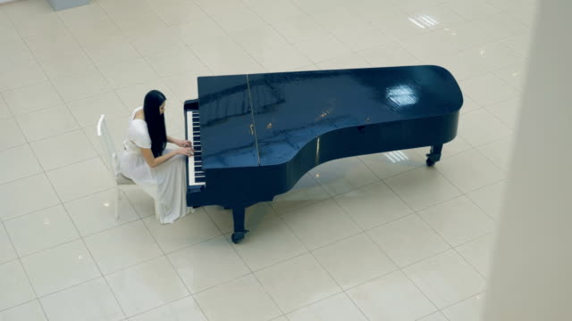 The-musician-playing-the-piano-No-face-4K-
