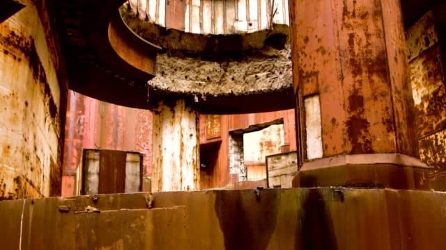 los-restos-del-reactor-en-una-planta-de-energía-nuclear-abandonada