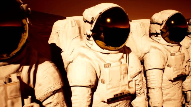Eine-Abordnung-der-Astronauten-die-Vorbereitung-auf-den-Planeten-Mars-erkunden