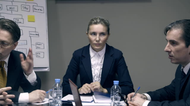 Female-boss-is-disappointed-in-employees
