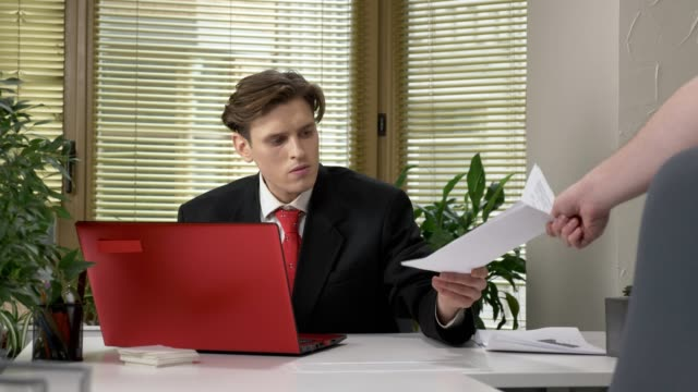 The-young-boss-does-not-like-the-report-crushes-the-document-and-throws-it-into-the-garbage-collection-60-fps