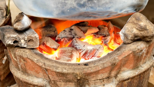 Bruning-of-fire-charcoal-in-stove