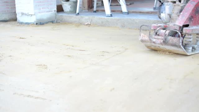 Worker-nutzen-Verdichterplatten-Dichtungen-den-Basis-sand