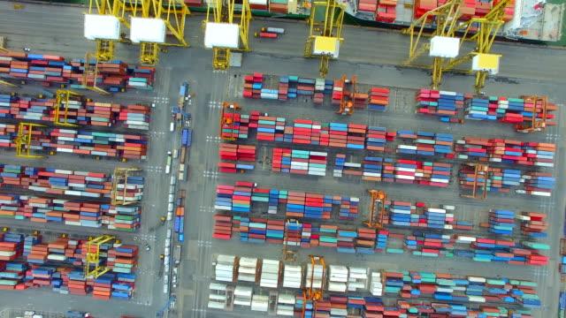 buque-de-carga-de-contenedores-importación-exportación-concepto-de-transporte-de-cadena-empresarial-suministro-logístico-para-el-envío