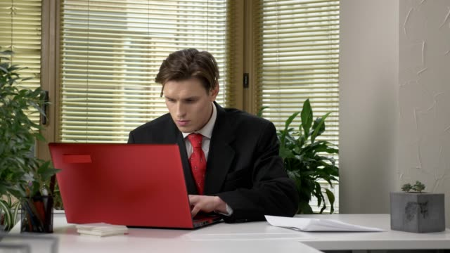 The-young-boss-does-not-like-the-report-crushes-the-document-and-throws-it-into-a-subordinate-employee-60-fps