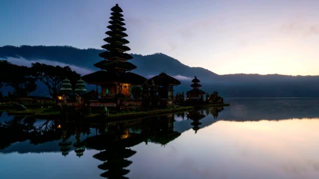 4K-Time-lapse-:-Sunrise-at-Pura-Ulun-Danu-Bratan-Temple-Bali-Indonesia
