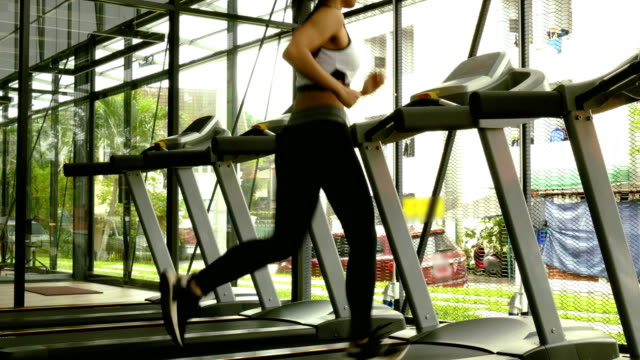 young-woman-execute-exercise-in-fitness-center-female-athlete-run-on-treadmill-in-gym-sporty-asian-girl-working-out-in-health-club-