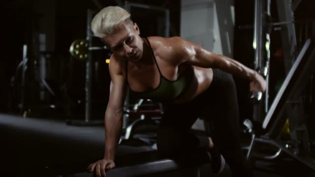 Female-Athlete-Doing-Bent-Over-Dumbbell-Curls