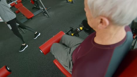 Senior-People-Training-in-Gym