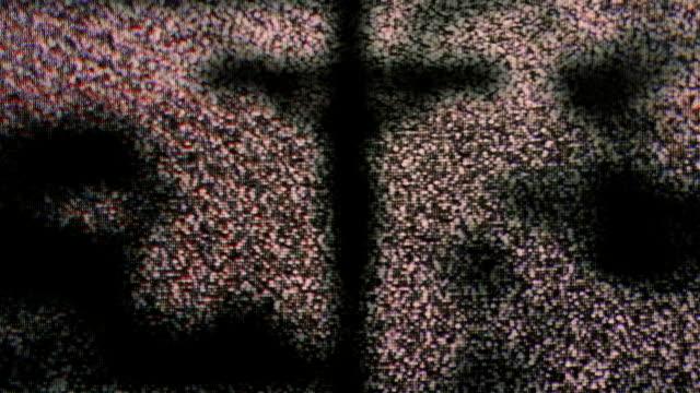 Jesus-am-Kreuz-tv-Störgeräusche