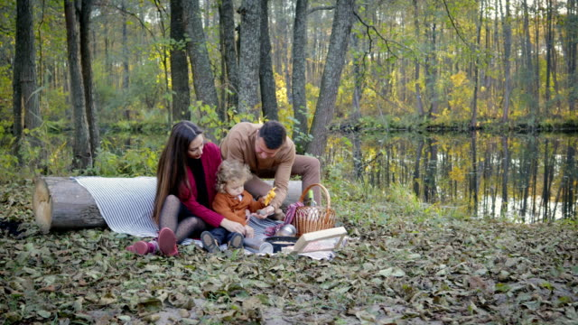 Happy-family-picnic-by-the-lake