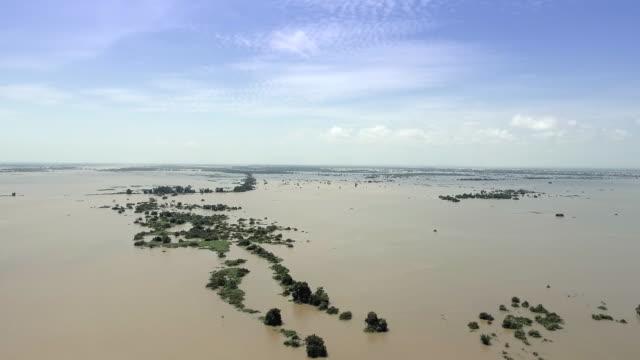 Drone-Shot:-Schuss-von-einem-überfluteten-Feldern-schwenken