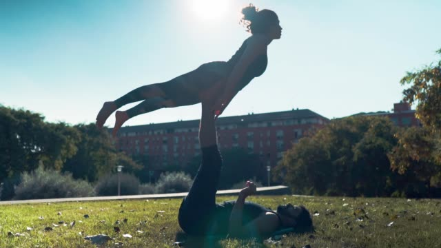 Beautiful-couple-practicing-acro-yoga-in-the-morning