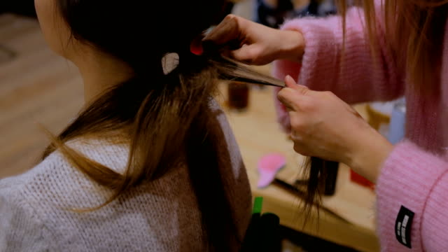 Professional-hairdresser-doing-hairstyle-for-client