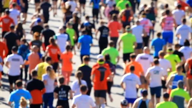 Crowd-of-athletes-running