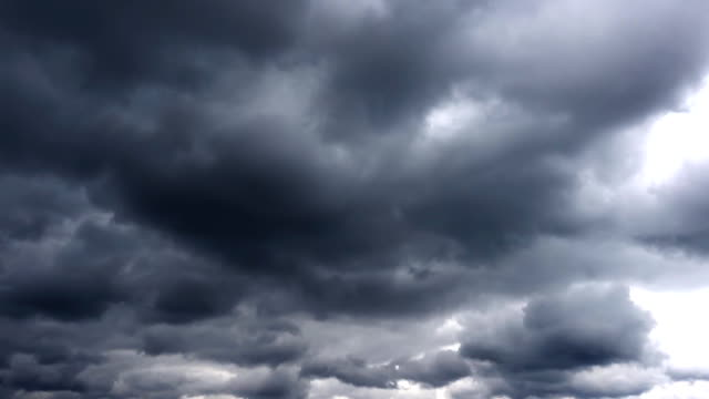 Nubes-tempestuoso-cinemática-oscura-épica-Timelapse