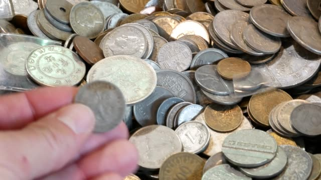 Different-coins-from-around-the-world