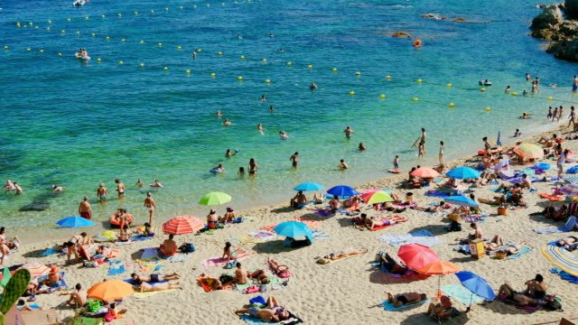 Holiday-on-the-Beach-in-Spain-in-Summer