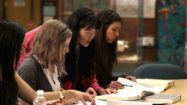 A-group-of-college-students-work-together-to-finish-an-assignment