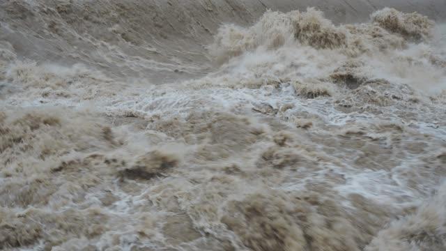 Serio-Flusses-geschwollen-nach-starken-Regenfällen-Provinz-von-Bergamo-Italien