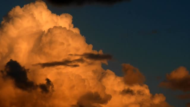 cielo-al-atardecer-nubes-naranja