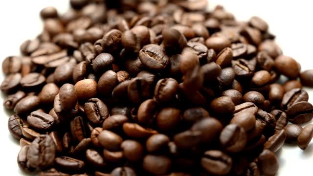 Falling-coffee-beans-