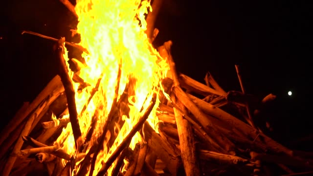 big-and-high-fire-at-night