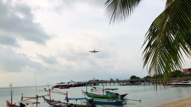 Plane-Flying-Close-Over-Head-and-Landing-Nearby-at-Samui-island-Thailand-