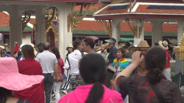 Bangkok-/-Thailand---May-23-2018-:-tourist-at-Wat-Phra-Si-Rattana-Satsadaram-slow-motion-shot