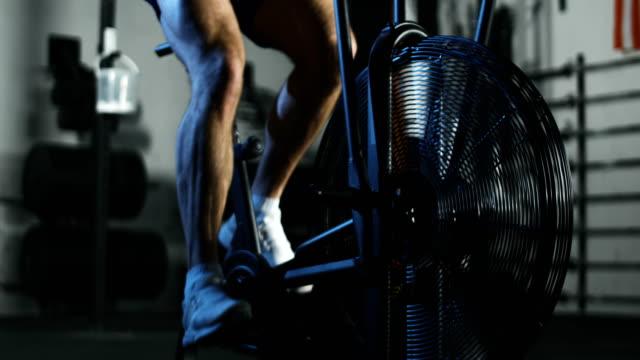 Sportsman-training-in-air-bike