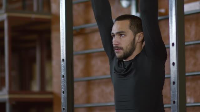 Sportsman-with-Prosthetic-Leg-Doing-Exercise-on-Bars