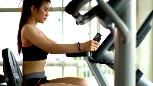Asian-sport-woman-exercise-in-gym